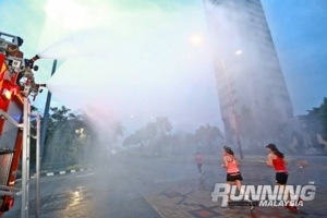 Who doesn't love running into a massive shower? (Photo credits: Running Malaysia Magazine)